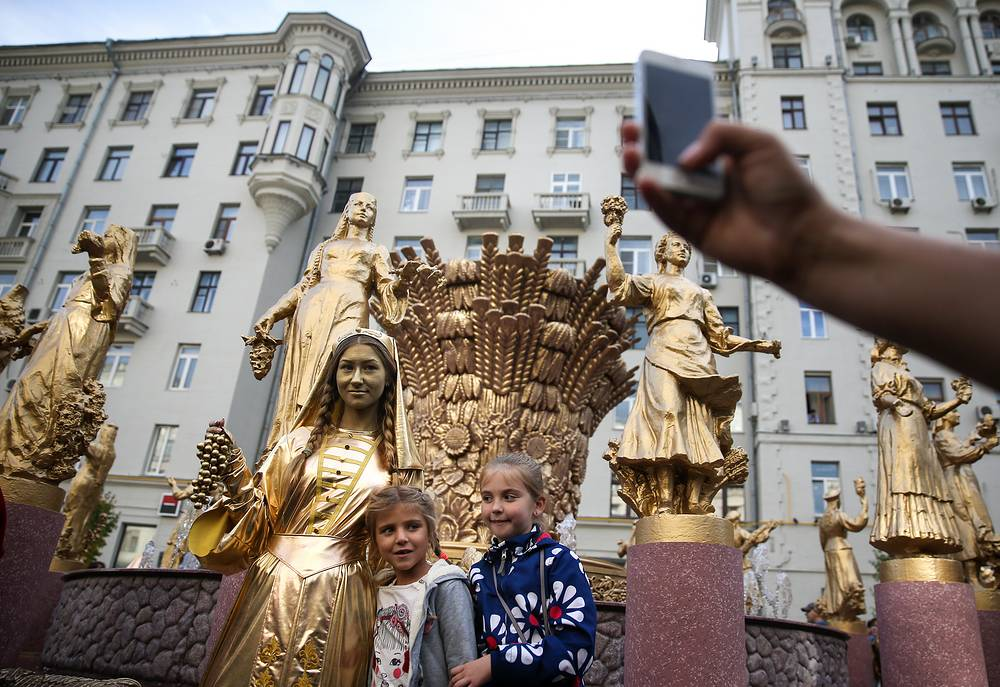 The copy of 'Friendship of Nations' fountain in Moscow's Tverskaya Street