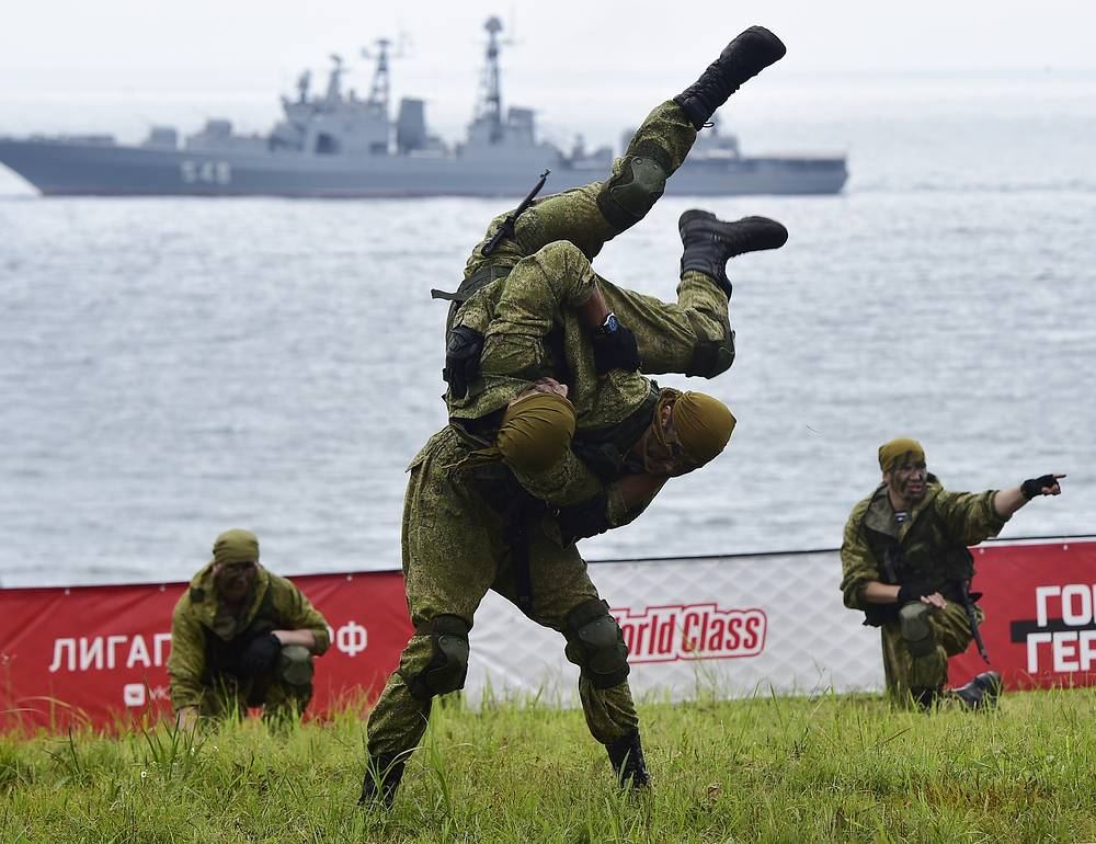 Members of special forces take part in a Race of Heroes obstacle course event