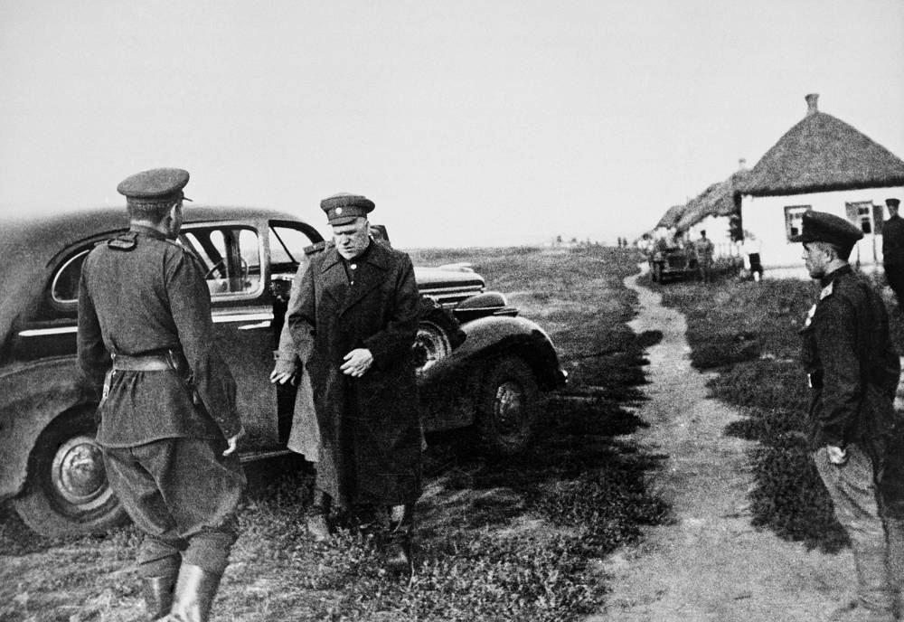 On 22 June 1941, Germany launched Operation Barbarossa, an invasion of the Soviet Union and in October Georgy Zhukov was assigned by Stalin to defend Moscow. Photo: Soviet marshal Georgy Zhukov outside the town of Kursk, where the WW II biggest tank battle took place, 1943