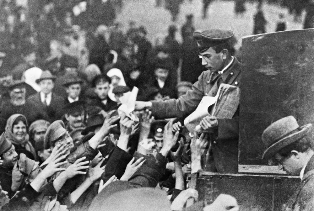 Distribution of revolutionary newspapers after abdication of Nicholas II, Moscow, March 1917