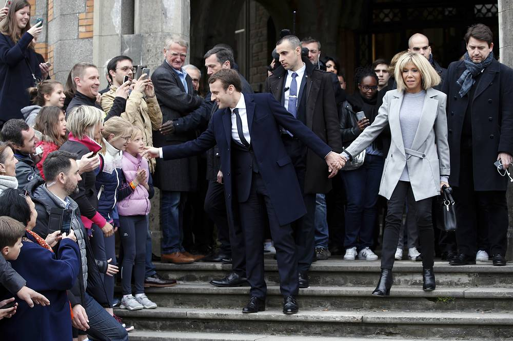 Emmanuel and Brigitte Macron casting their ballot in the first round of the French presidential election, in le Touquet, northern France, April 23, 2017