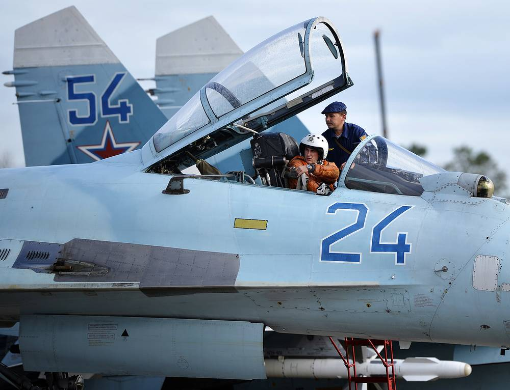In 1991, the production facilities developed export variants of the Su-27: the Su-27SK and Su-27UBK, which were exported to China, Vietnam, Ethiopia and Indonesia. Photo: A pilot on a Su-27 fighter jet, 2013