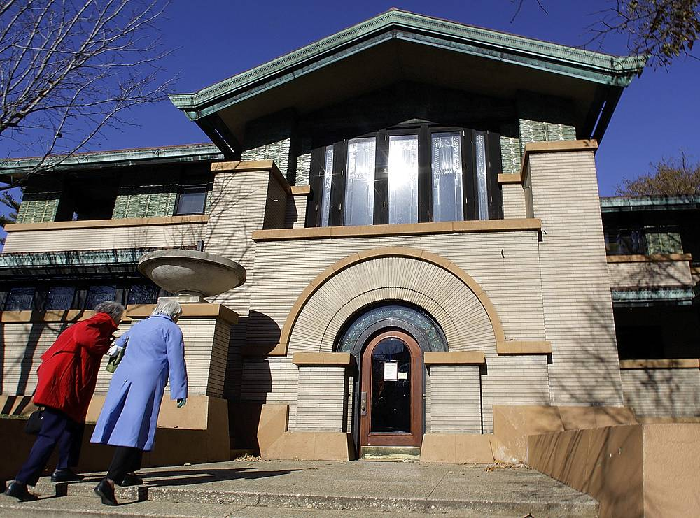 Tourists visit the Dana-Thomas House, the best-preserved example of Frank Lloyd Wright's Prairie period dwellings, in Springfield