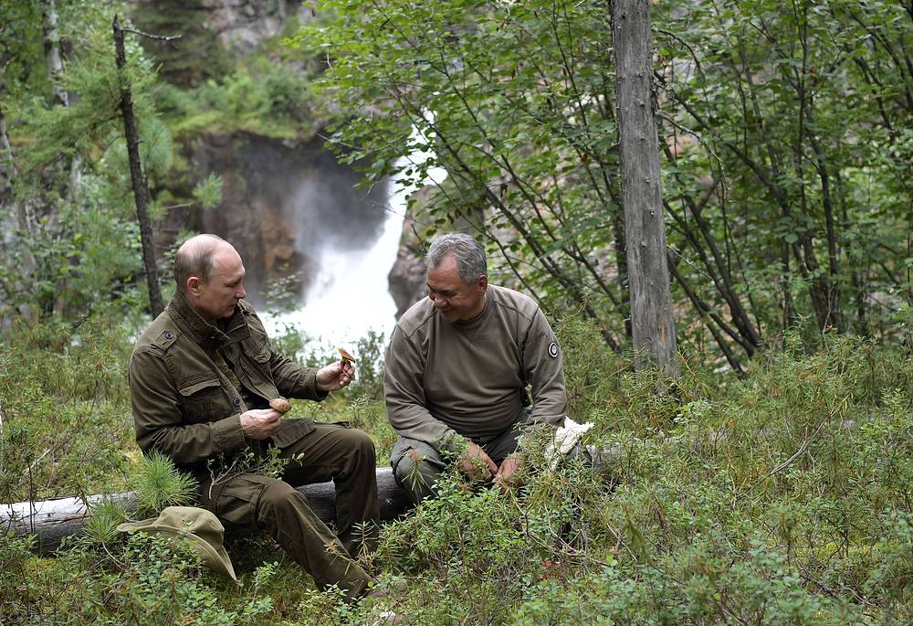 Russia's President Vladimir Putin and Russia's Defense Minister Sergei Shoigu