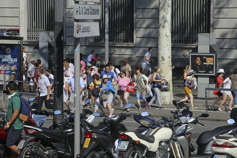 Later on, the Islamic State organization (outlawed in Russia) claimed responsibility for the attack. Photo: People flee the scene in Barcelona after a white van jumped the sidewalk in the historic Las Ramblas district, crashing into a summer crowd of residents and tourists
