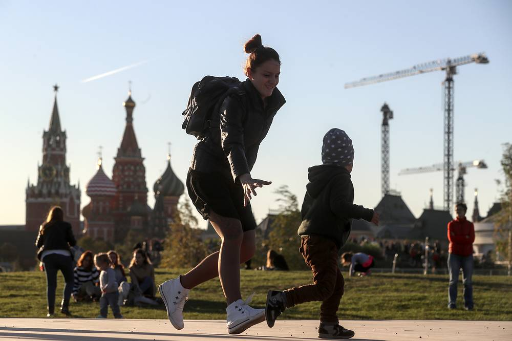 Zaryadye park was opened in Moscow on September 10, the day Russia's capital celebrated its 870th anniversary. Photo: People in Zaryadye park. Pictured in the background are the Spasskaya Tower of the Moscow Kremlin and St Basil's Cathedral