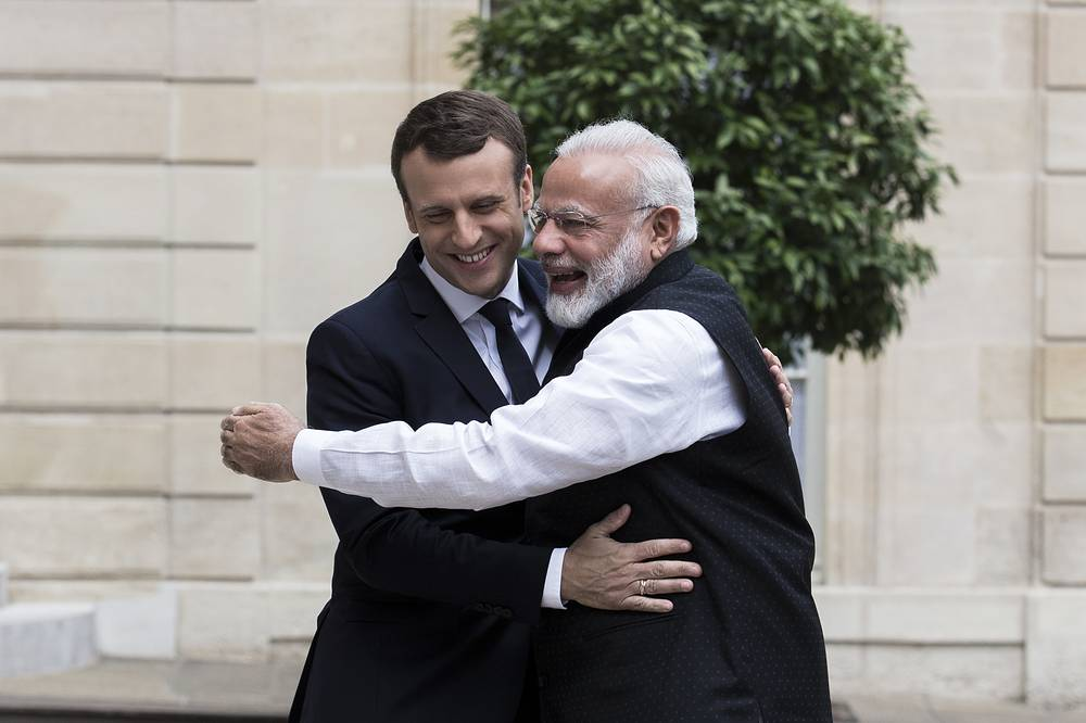 French President Emmanuel Macron welcomes Indian Prime Minister Narendra Modi at the Elysee Palace in Paris, France, 2017