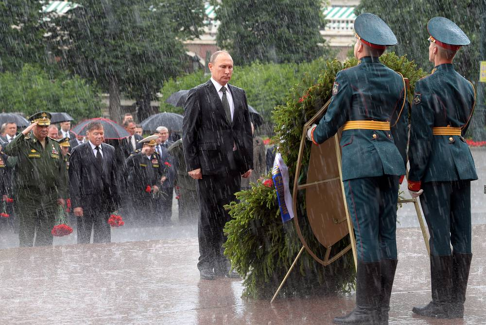 Russia's President Vladimir Putin attends a wreath-laying ceremony at the Tomb of the Unknown Soldier by the Kremlin Wall on Day of Memory and Sorrow marking the 76th anniversary of the start of the Great Patriotic War, June 22