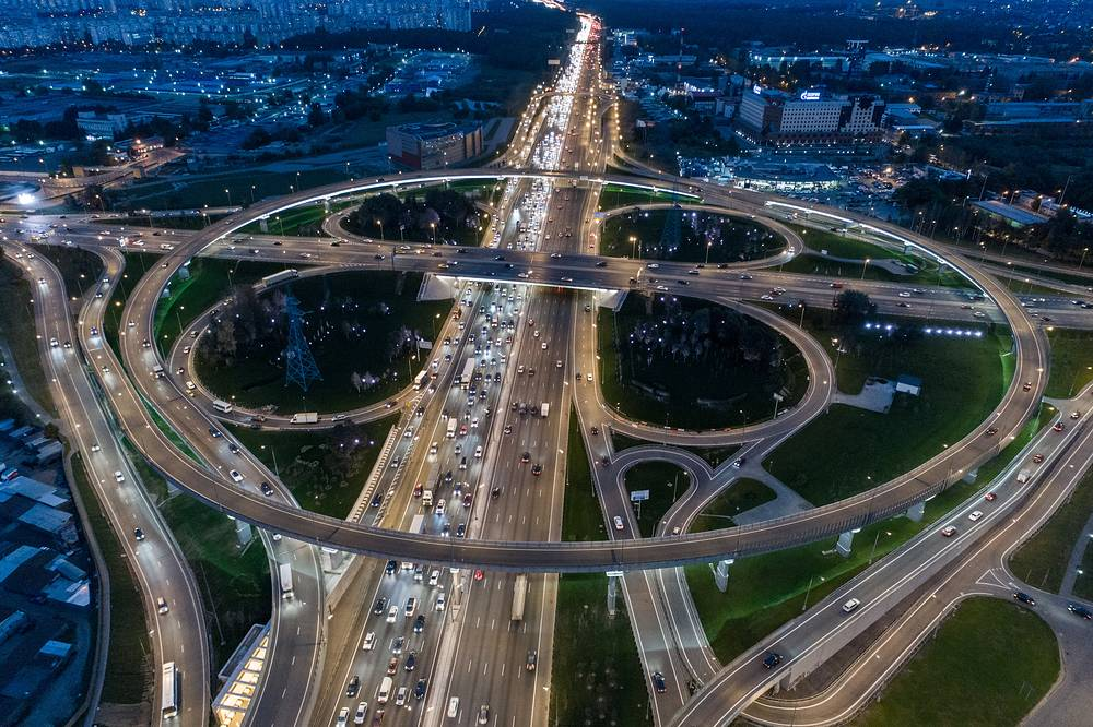 An aerial image of the interchange at the crossing of MKAD Moscow Ring Road and Kashirskoye Shosse Street on the southern outskirts of Moscow, October 1