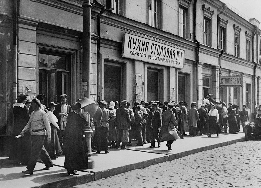 People stand in a queue to canteen №1 of the Public Catering Committee, 1921