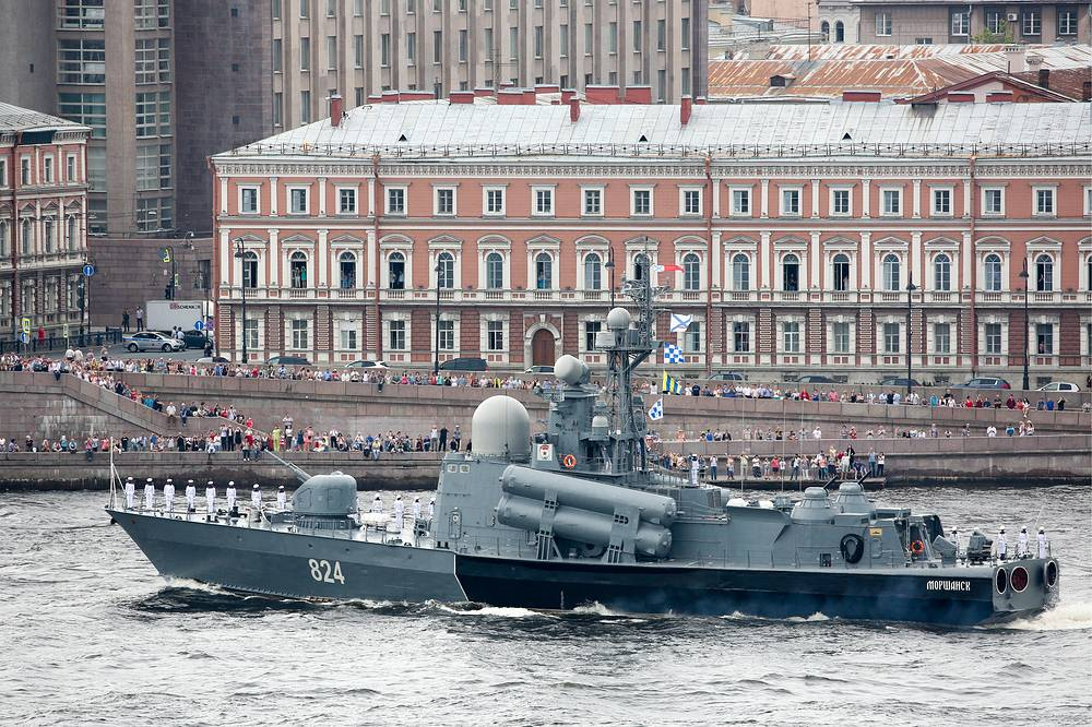 Morshansk missile boat seen on the Neva River