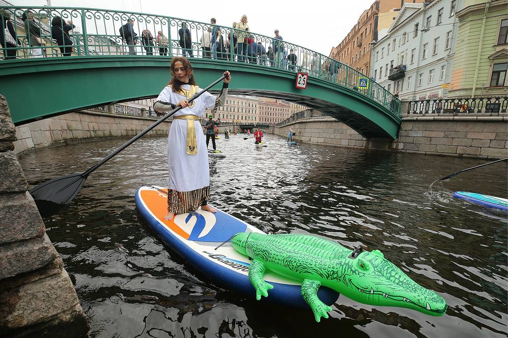 A costumed stand up paddle boarder takes part in the 2018 Fontanka-SUP surfing festival in the Moika and the Fontanka Rivers, the Kryukov and the Griboyedov Canals, Saint Petersburg, August 12