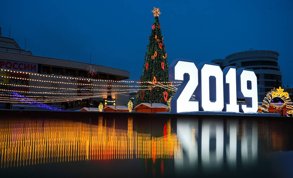 New Year tree and a light installation in Pushkin Square in Ivanovo