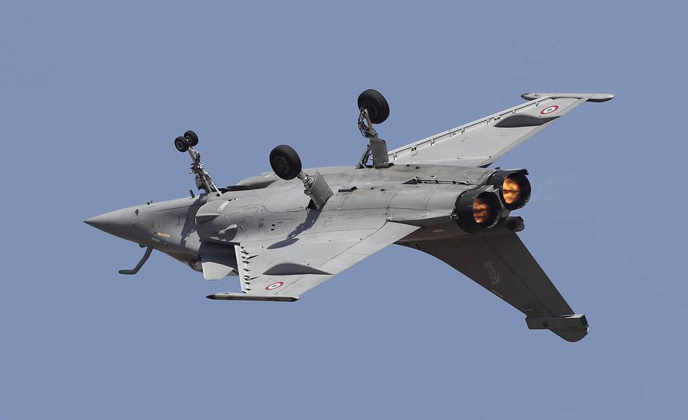 An Indian Air Force Rafale, a French fighter aircraft, flies inverted performing aerobatic maneuvers
