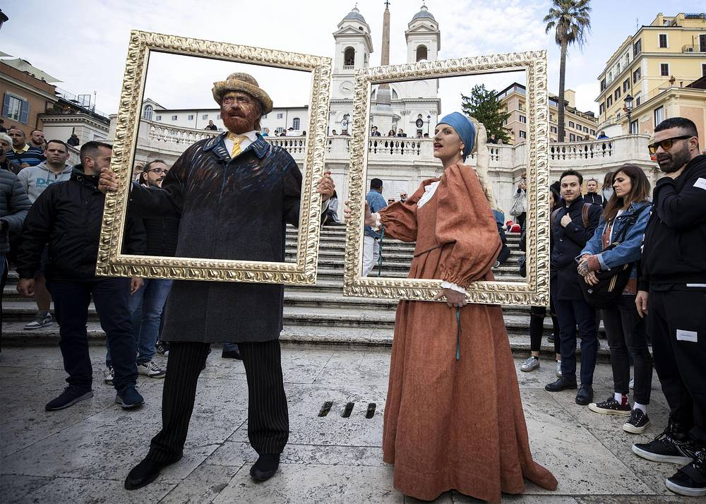 Italian singers Biagio Antonacci dressed as Vincent van Gogh and Laura Pausini dressed as 'Girl with a Pearl Earring' posing in Trinita dei Monti in Rome, May 14