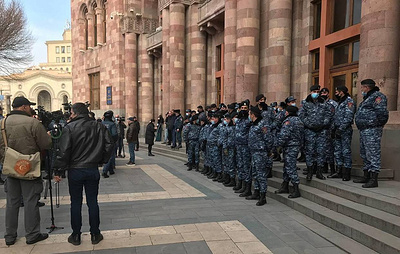 Armenian general staff doubles down on call to PM, government to quit