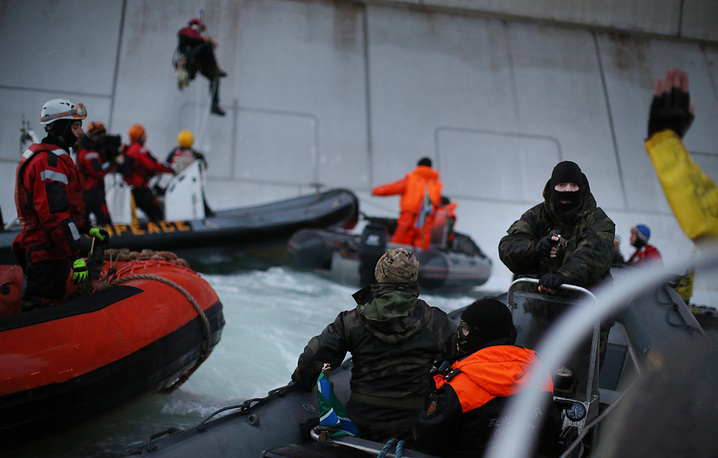 Greenpeace activists being detained after attempted boarding of Prirazlomnaya oil platform.