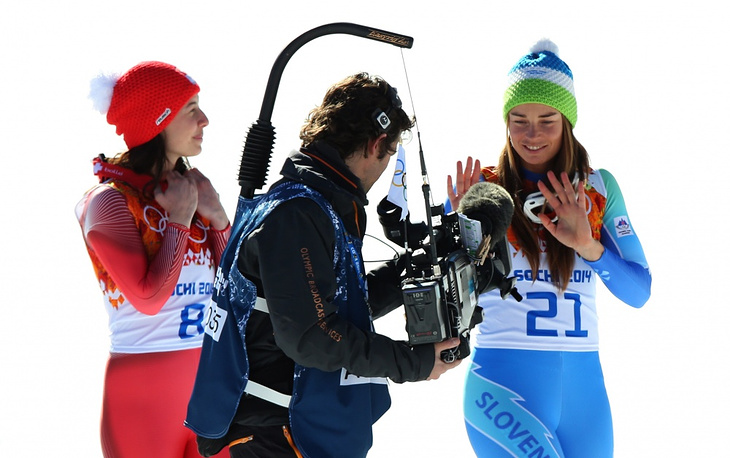 Tina Maze (R) and Dominique Gisin giving an interview