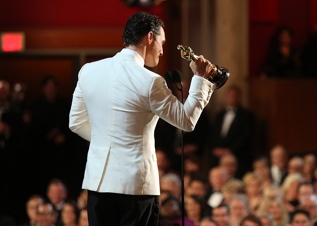 Matthew McConaughey accepts the award for best actor in a leading role