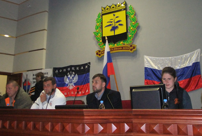 Donetsk. Supporters of a referendum on the status of the region in Donesk regional administration building