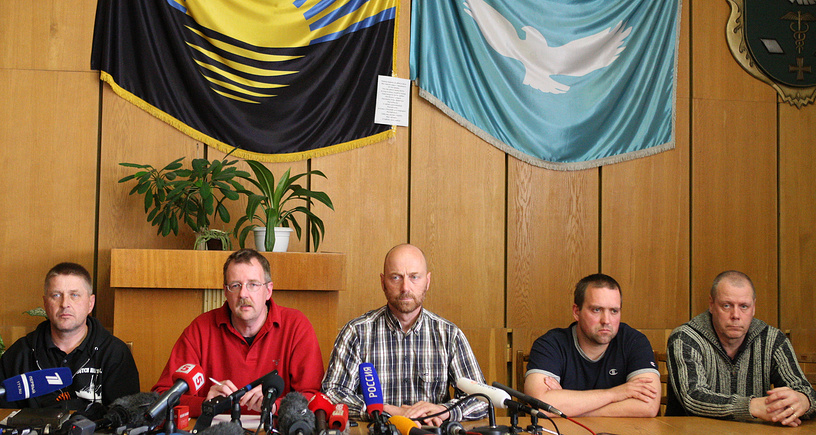 OSCE military observers and People's Mayor of Sloviansk Vyacheslav Ponomarev (L) attend a press conference in Sloviansk