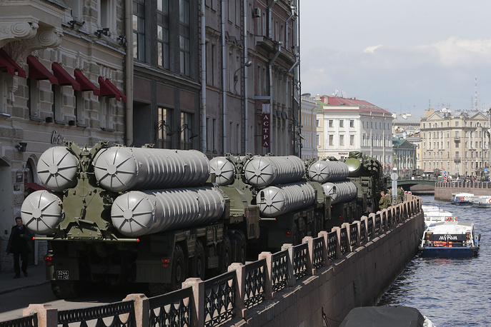 Russian S-300 air defense system seen in St. Petersburg