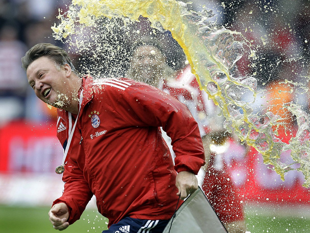 Louis van Gaal celebrates after becoming the new Bundesliga champion with Bayern Munich