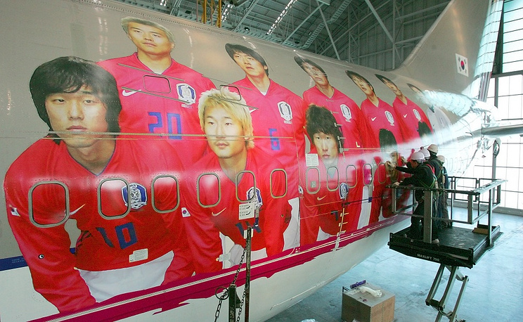 Boeing 747 of the Asiana airlines picturing South Korea national team in 2006