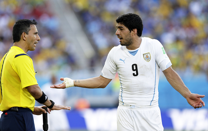 Uruguay's Luis Suarez (right)