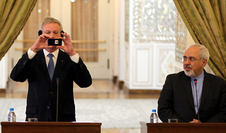 Swedish Foreign Minister Carl Bildt (left) was the best connected minister on Twitter in 2013