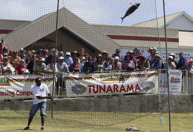 Residents of Australia's Port Lincoln also celebrate their country's independence day in a peculiar way: they compete in tossing a 10 kilograms frozen tuna