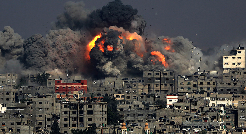 Smoke rises from Tuffah neighbourhood after Israeli air strikes in the east of Gaza City