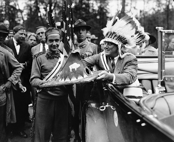 US former president Franklin D. Roosevelt ears a Native American war bonnet in 1933
