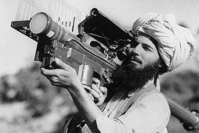 After the Soviet Forces were withdrawn, the civil war flared up again. Photo: A Mujahideen with a US-made Stinger surface-to-air missile, 1991