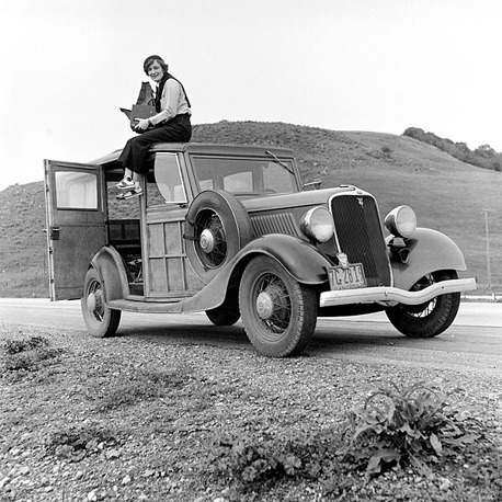 Dorothea Lange is one of te most famous US photographers. She worked in Pearl Harbor after the attack