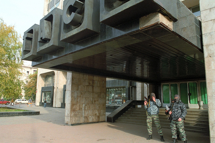 Armed men guard the agency during the constitutional crisis of 1993