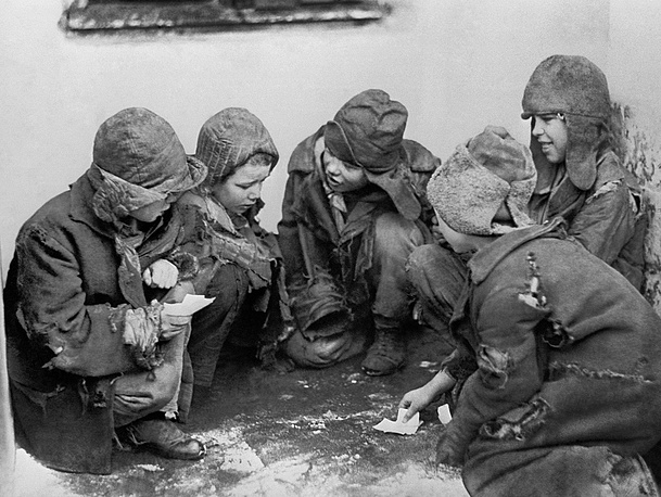 Homeless children playing cards on the street, 1918