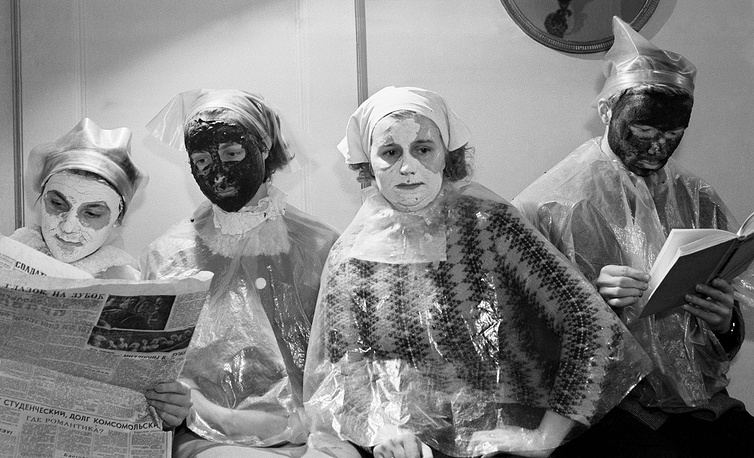 Moscow. Clients of a beauty shop, 1963