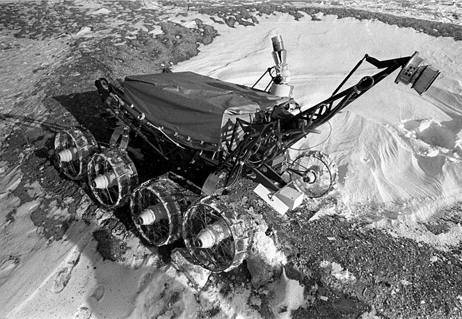 Working model of the Lunokhod-2 moon rover at a testing range, 1973