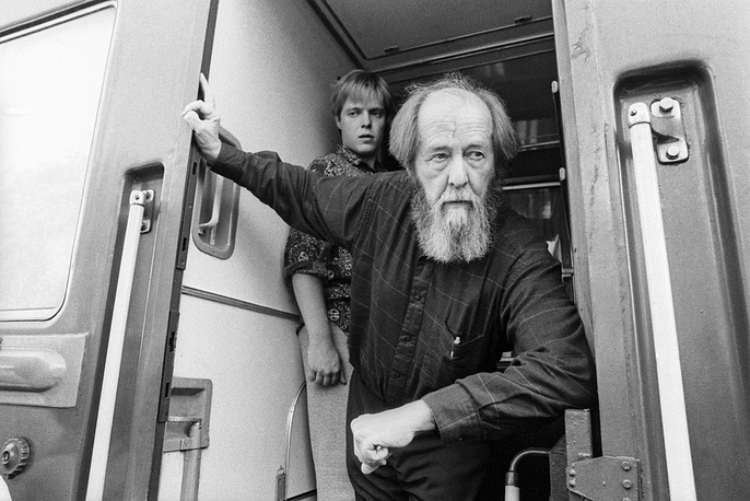 Nobe Prize winner Alexander Solzhenitsyn with son Yermolai travelling from Vladivostok to Moscow, 1994