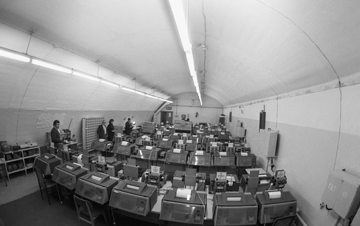 """The reserve center of the Telegraph Agency of the Soviet Union is located at the depth of 50m. It can only be opened in case of the emergency command, when """"there is a threat to the agency's operations"""". Pictured: the instrument room for international connections, 1991"""