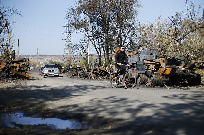 73 Ukrainian servicemen were exchanged for 69 self-defence fighters. Photo: a local cycles past a destroyed tank