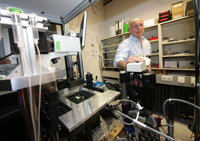 Photo: Stefan Hell stands behind at the microscope he developed at the Max Planck Insitute in Goettingen, Germany, October 8, 2014