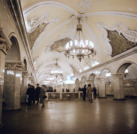 Each line is identified by a name, a number and a colour. The upcoming station is announced by a male voice on inbound trains to the city center, and by a female voice on outbound trains. Photo: Komsomolskaya metro station, 1984