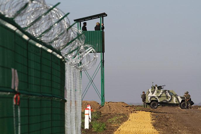 The ground section of the border will feature a ditch at least four meters wide and two metres deep equipped with systems of optic electronic surveillance, towers and other structures