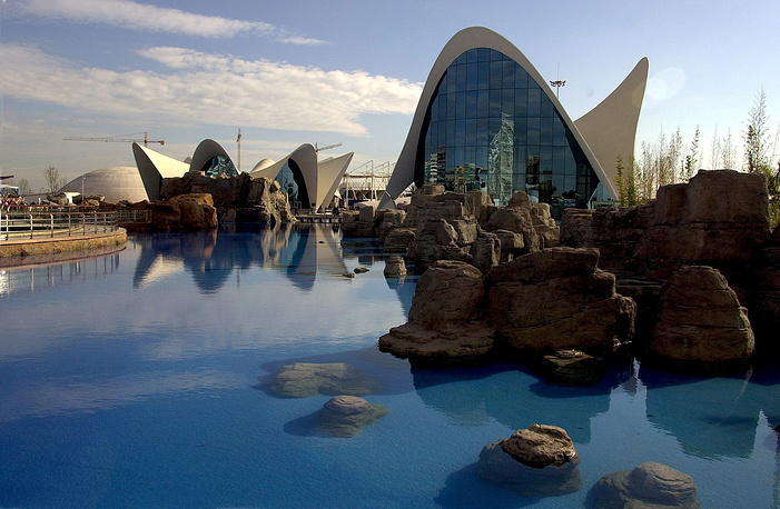 Photo: An outside view of the oceanographic park L'Oceanografic at the so-called Ciudad de las Artes and las Ciencias (Arts and Sciences City) in Valencia city, Spain