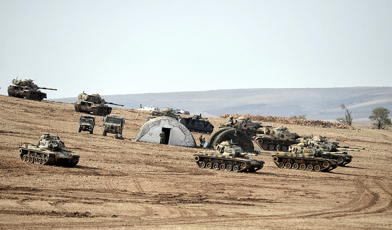 The United States and Arab allies have intensified their aerial campaign against the IS in Kobane after the radical group gained ground around the mostly Kurdish town in recent days. Photo: Turkish soldiers with tanks at the Turkish-Syrian border near Suruc district, Sanliurfa, Turkey, 27 October 2014