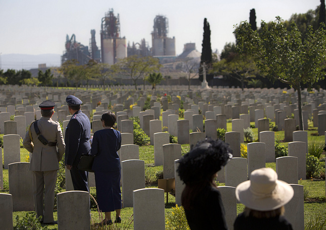 Photo: Military representatives from various countries attend a Remembrance Day ceremony to honor war veterans who fought in the British Armed Forces during the World Wars at the Commonwealth War Graves Commission in the central Israeli town of Ramla, November 9, 2014