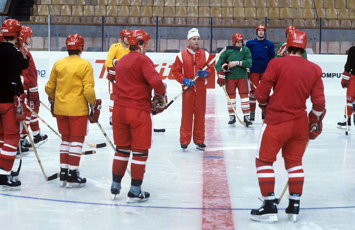Viktor Tikhonov talks to Soviet ice-hockey team during training, 1986