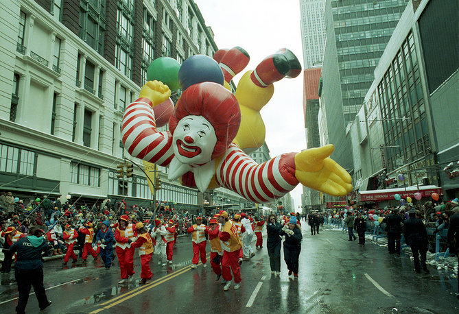 Ronald McDonald cruises over spectators on Broadway during the 63rd annual Macy's Thanksgiving Day Parade in New York City, 1989
